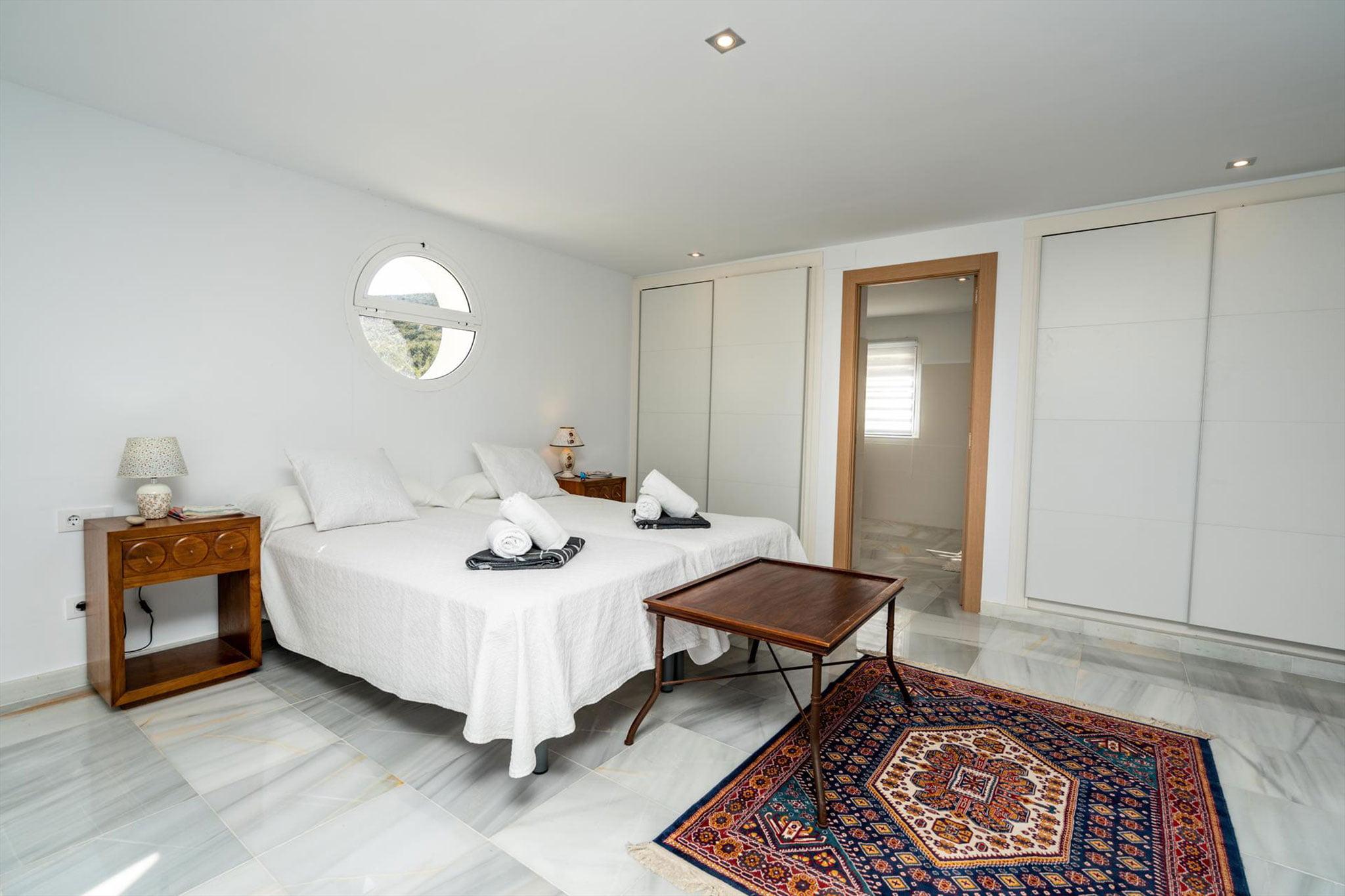 Dormitorio de una villa de alquiler vacacional en Jávea – Aguila Rent a Villa