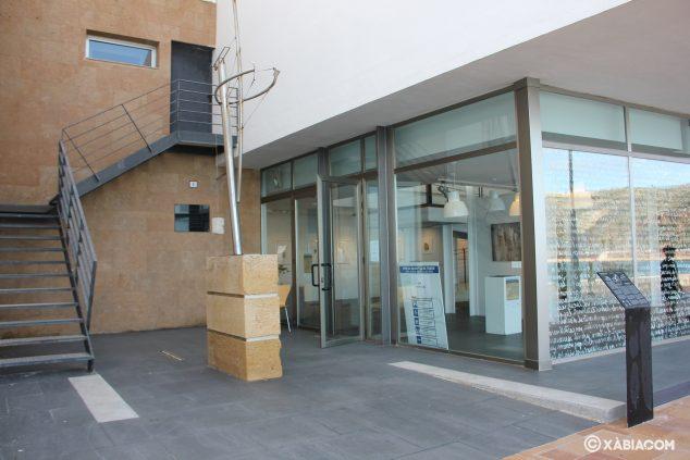 Imagen: Entrada a la Sala de Exposiciones Casa del Cable