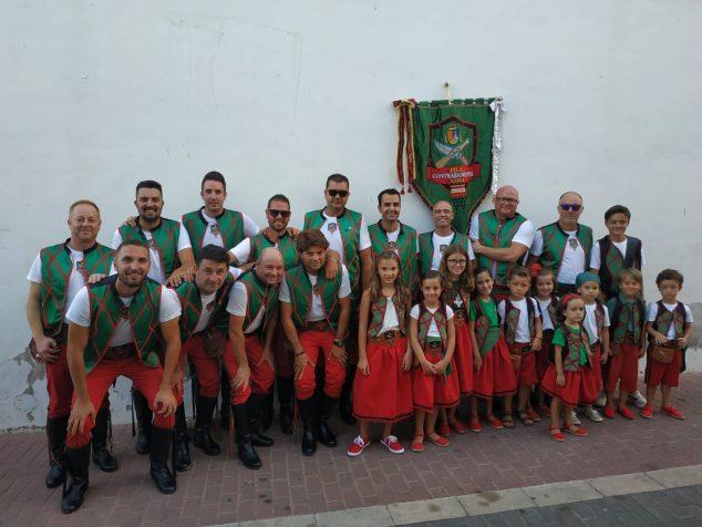 Imagen: Escuadra de hombres y niños de la Filà Contrabandistes de Xàbia