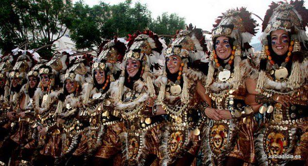 Imagen: escuadra de mujeres de la Filà Al-Tarik's