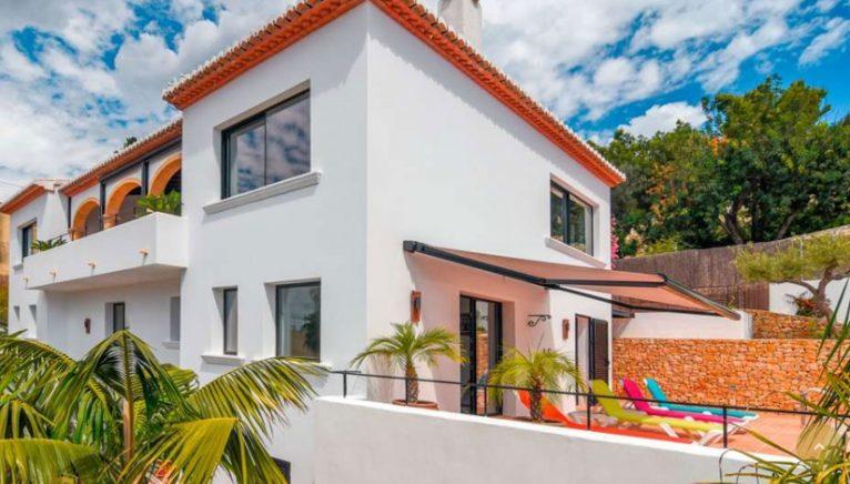 Vista exterior de una villa en venta en el puerto de Jávea - MORAGUESPONS Mediterranean Houses
