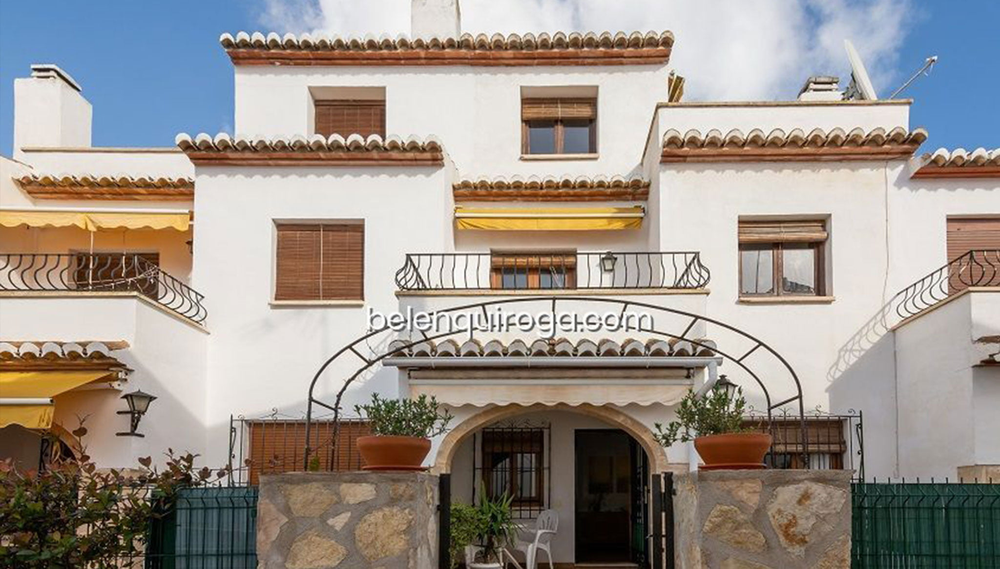 Fachada de bungalow en venta en la zona de Calablanca en Jávea – Inmobiliaria Belen Quiroga