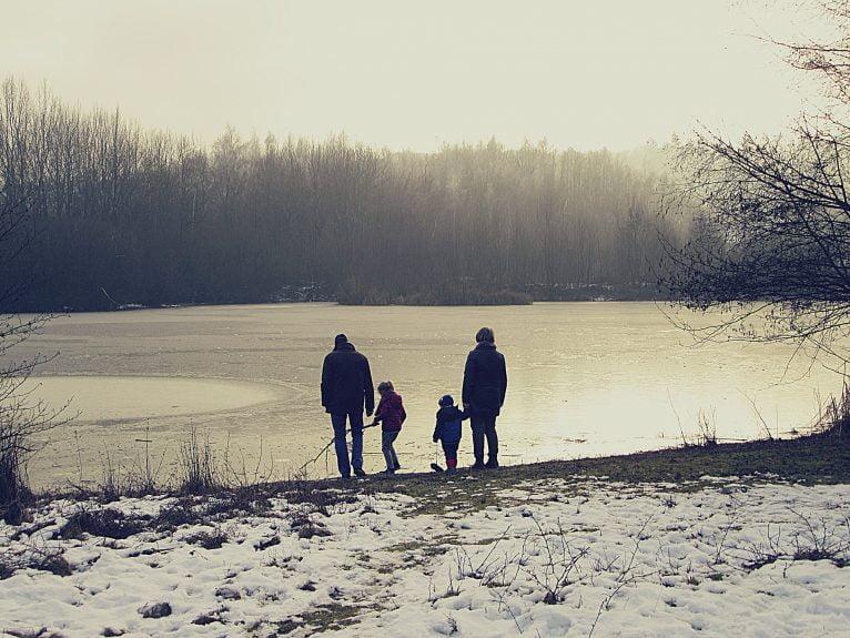 Familia de abuelos con nietos