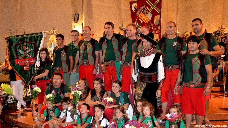 Filà Capitana 2014, Filà Contrabandistes de Xàbia en la ofrenda y junto al capitán