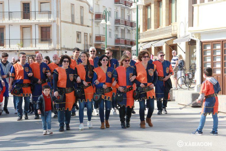 Filà Trabuquers en el desfile del Mig Any con el traje de diario