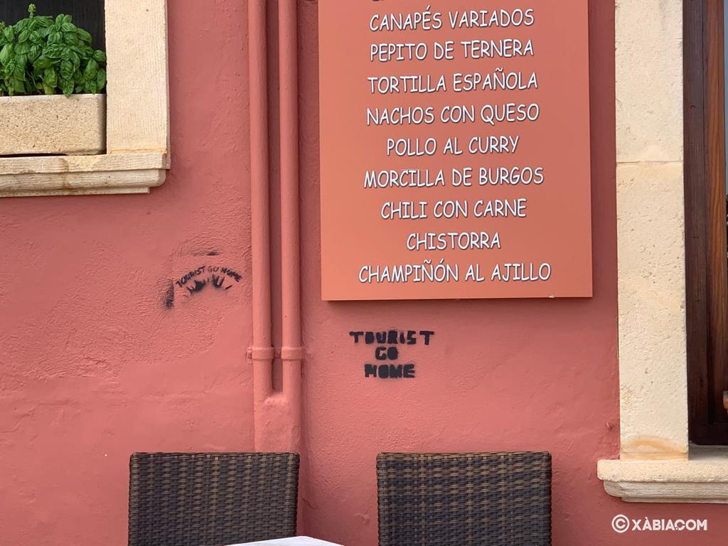 Grafiti contra el turismo