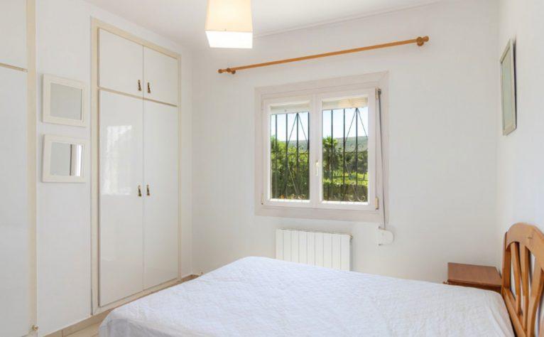Dormitorio de un chalet en venta en Jávea - Vicens Ash Properties