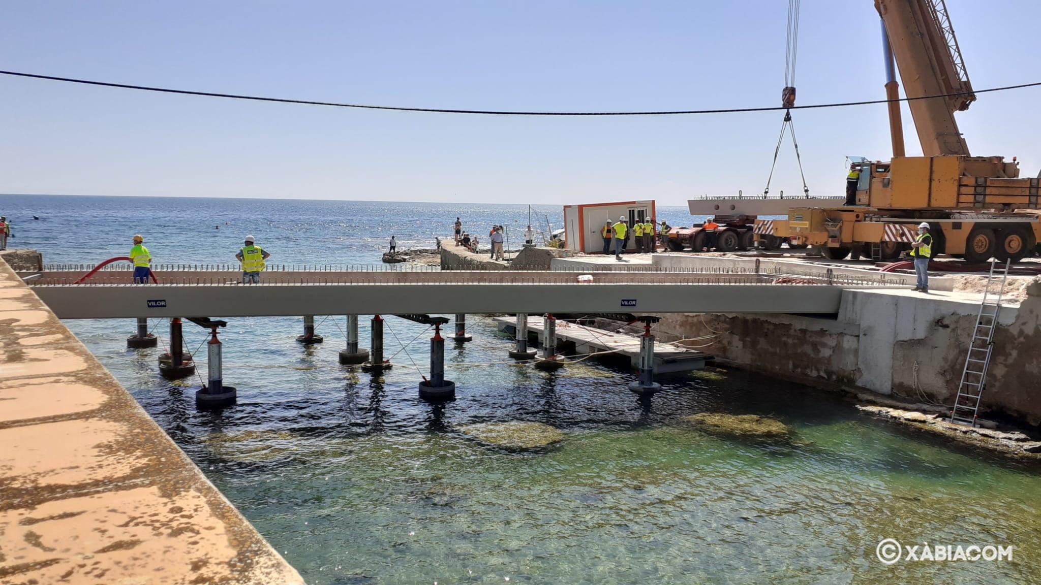 Instalación de la viga en el río Gorgos