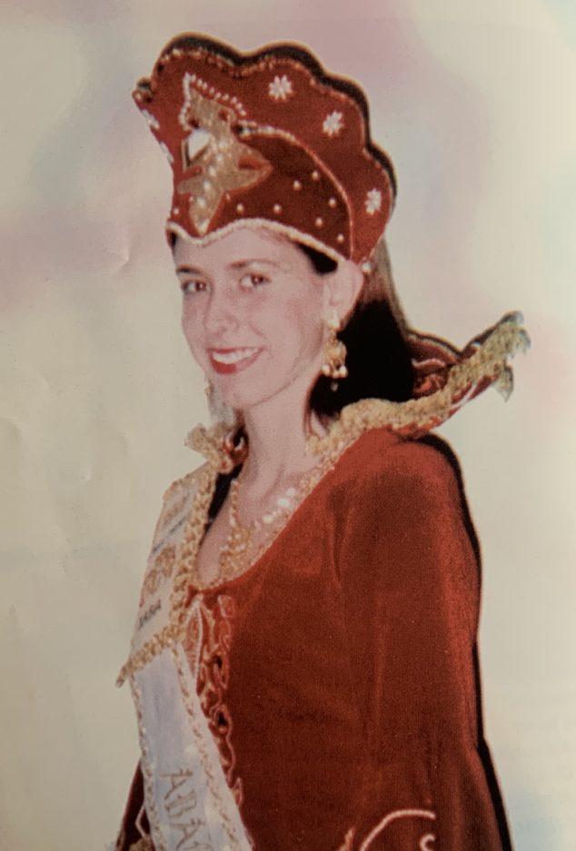 Imagen: Lourdes Tachó, primera abanderada de la Filà Contrabandistes