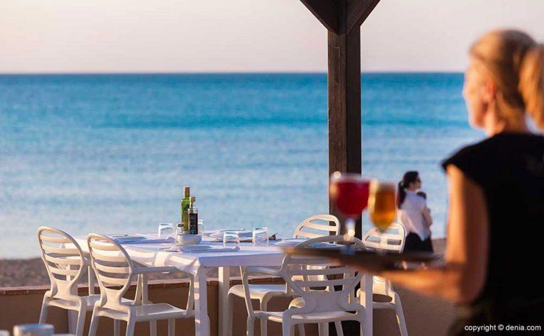 Mesa en la terraza – Restaurant Noguera