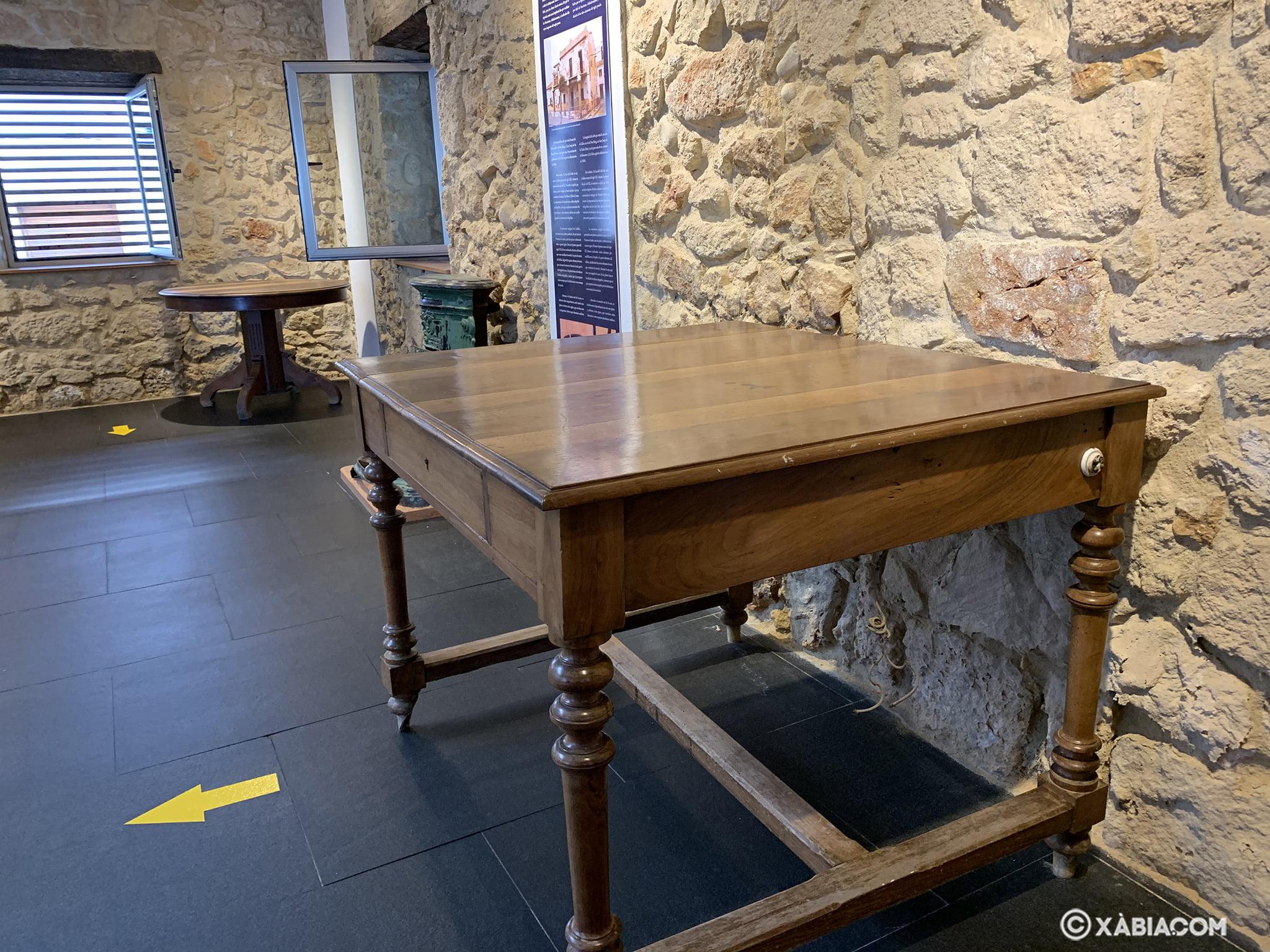 Mesa original cuando era oficina de telecomunicaciones