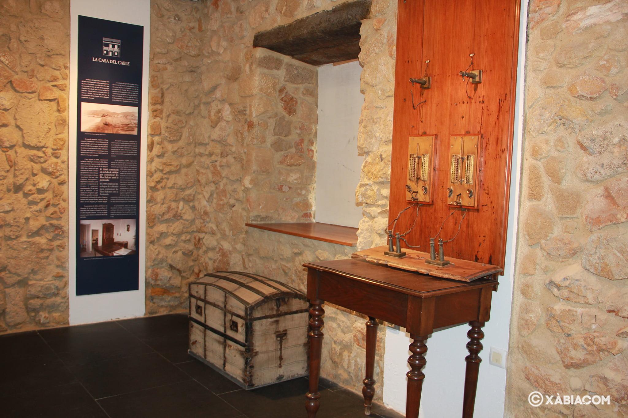 Mesa original de telecomunicación que estaba en la antigua Casa del Cable