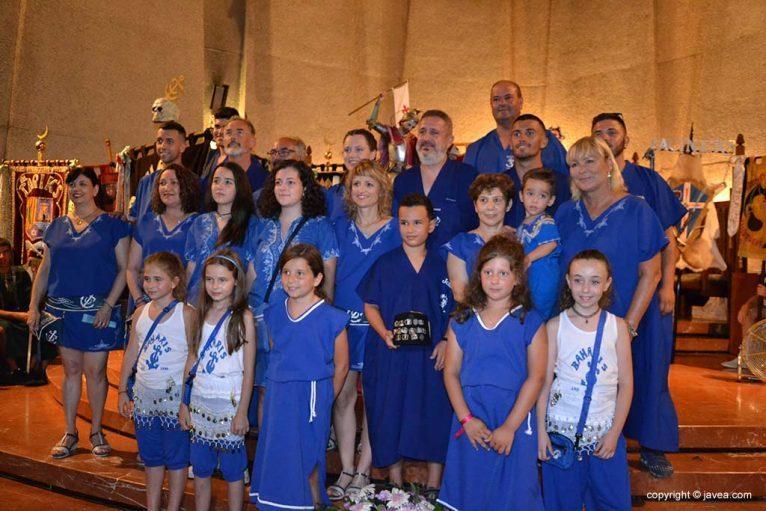 Miembros de la Filà Baharis en la ofrenda a Sant Jaume