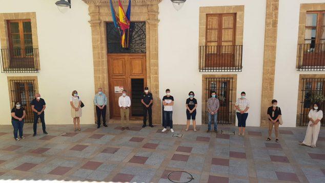 Imagen: Minuto de silencio por las víctimas del COVID-19