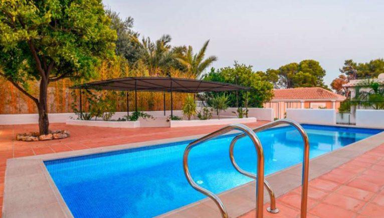 Piscina una villa en venta en el puerto de Jávea - MORAGUESPONS Mediterranean Houses