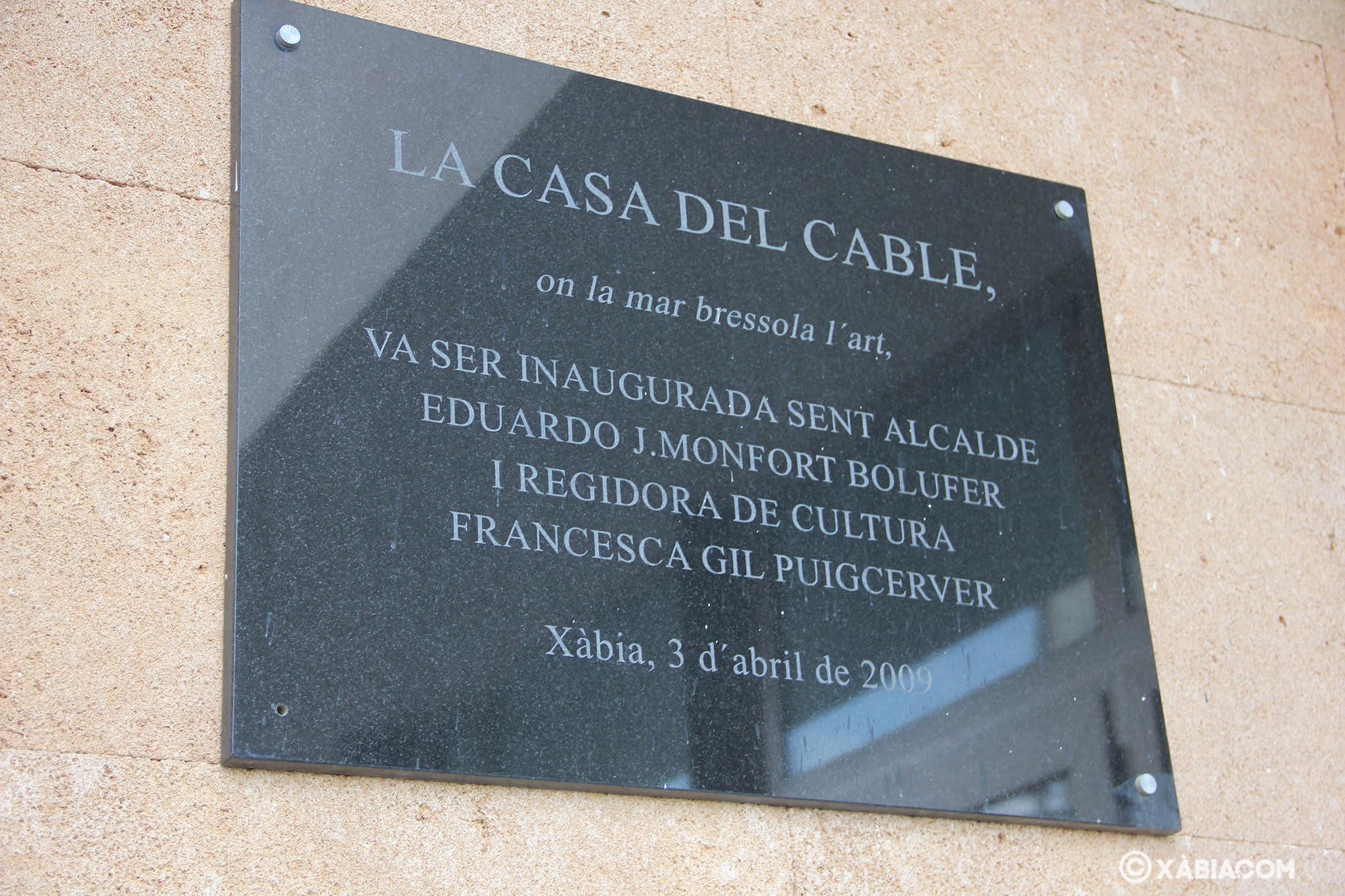 Placa de inauguración de la sala de exposiciones