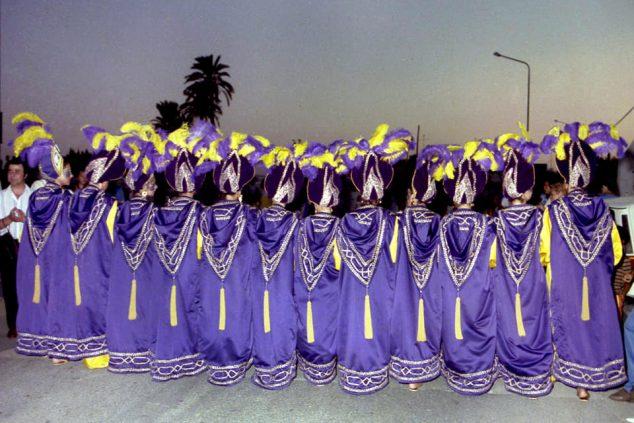 Imagen: Primer traje femenino con el que desfiló la Filà Baharis en 1986