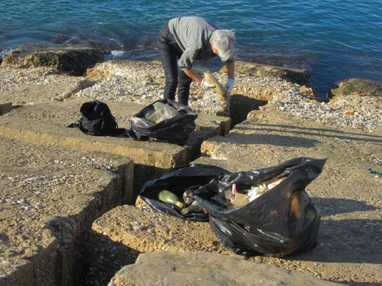 Residuos tirados al mar