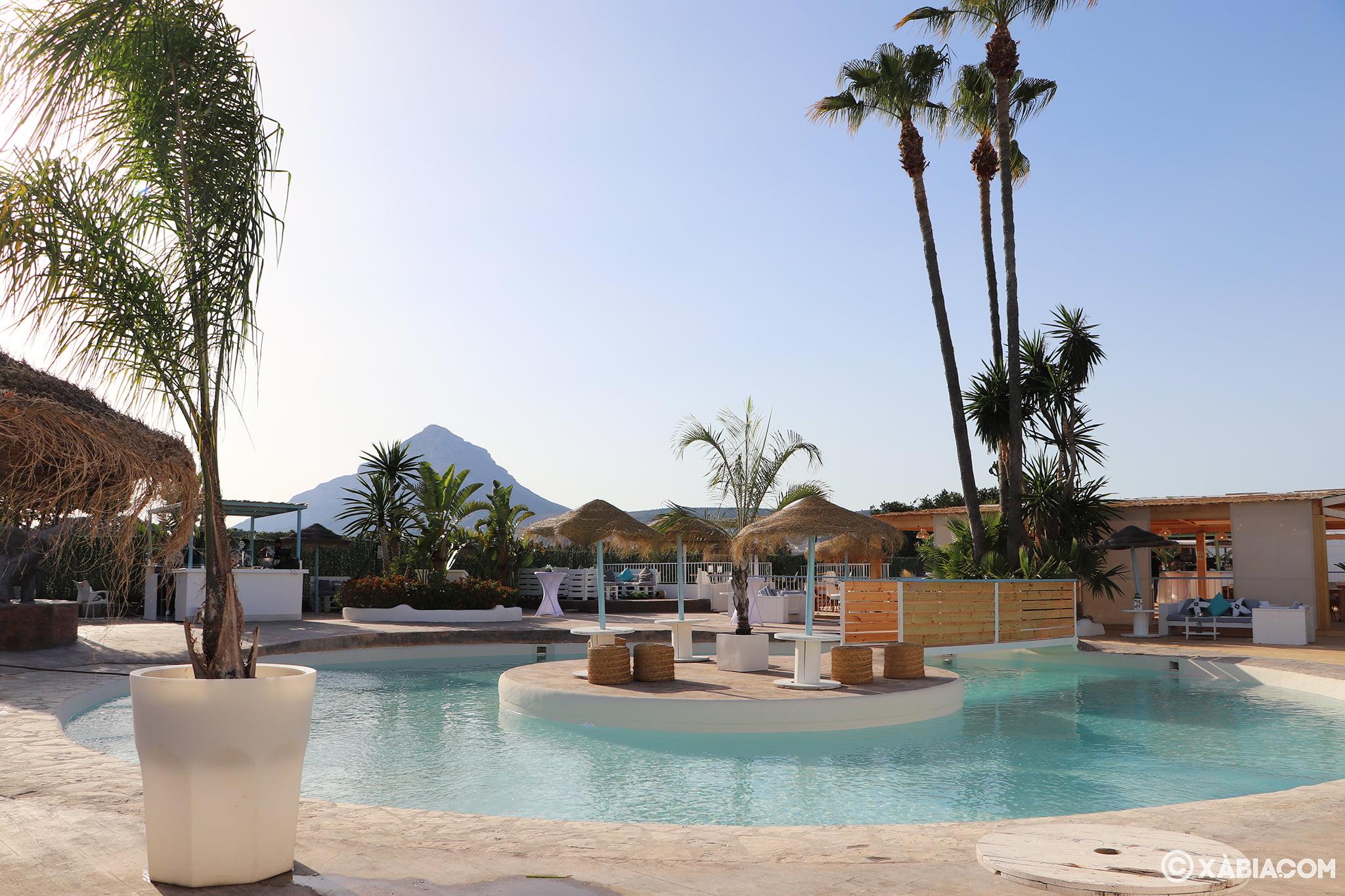 Restaurante con piscina en Jávea – Isla Bonita