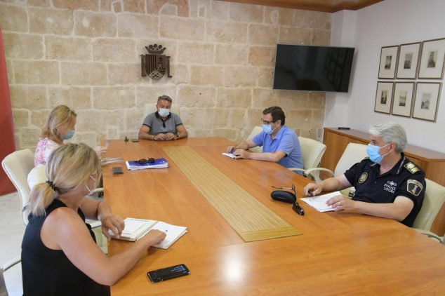 Imagen: Reunión de seguridad y playas