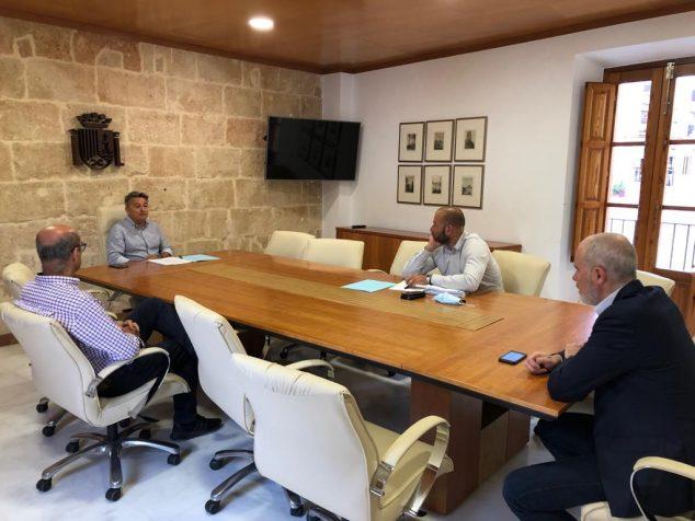 Imagen: Reunión del alcalde de Xàbia con CEDMA