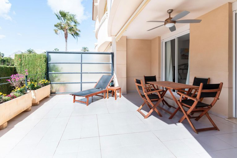 Terraza de un apartamento de alquiler en Jávea - Quality Rent a Villa