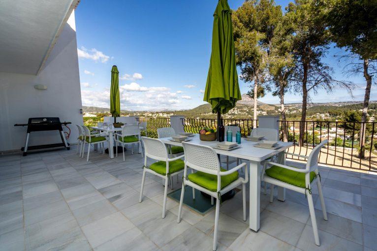 Terraza de una villa de alquiler vacacional en Jávea - Aguila Rent a Villa