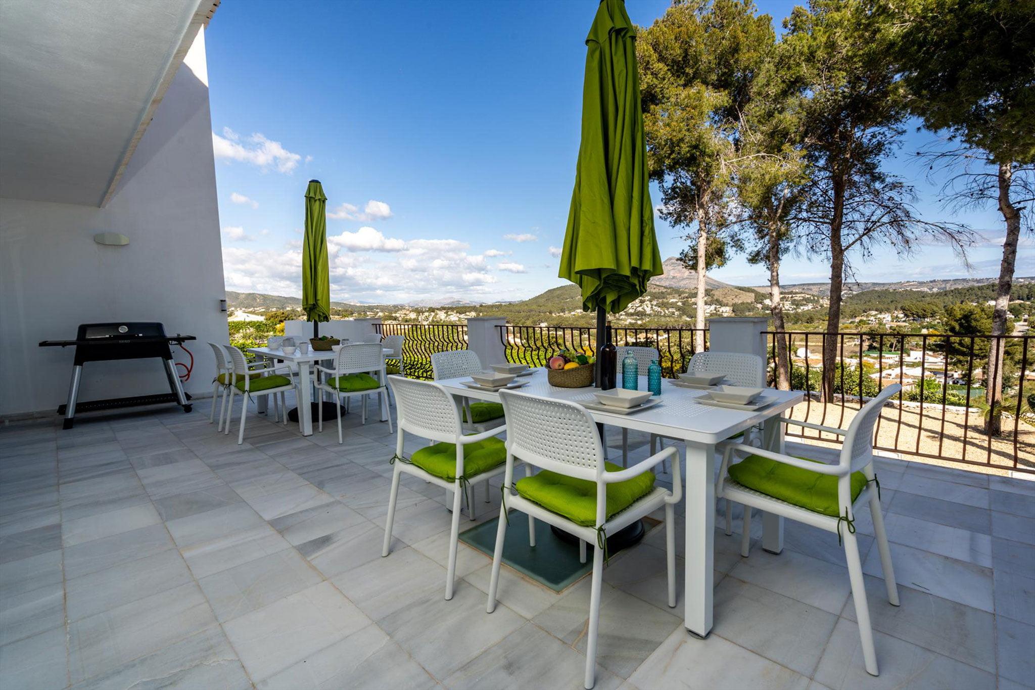 Terraza de una villa de alquiler vacacional en Jávea – Aguila Rent a Villa