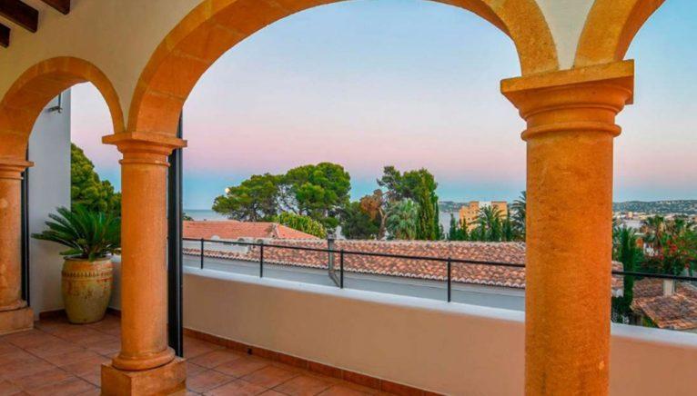 Terraza de una villa en venta en el puerto de Jávea - MORAGUESPONS Mediterranean Houses