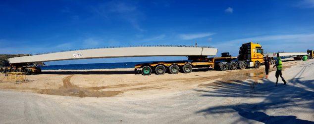 Imagen: Vigas de gran tonelaje para la construcción del Puente de Triana