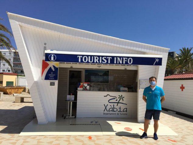 Imagem: Aluno da oficina de emprego no escritório de turismo de Xàbia