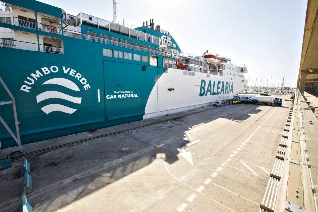 Imagen: Buque de Baleària de Gas Natural