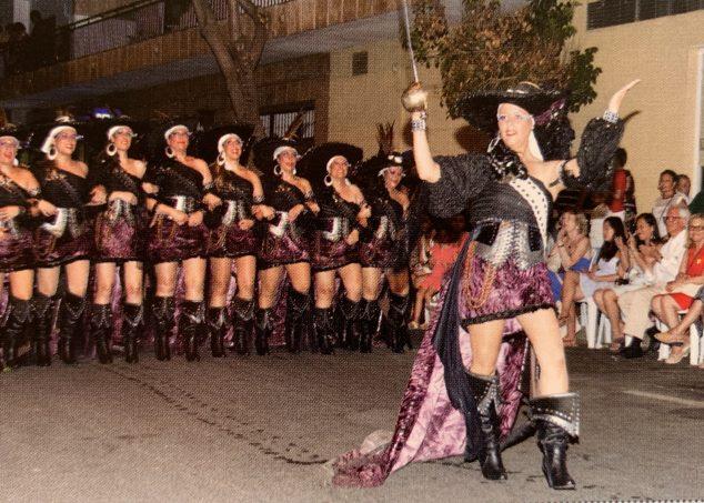 Imagen: Cabo y escuadra de mujeres de la Filà Pirates de Sant Jaume
