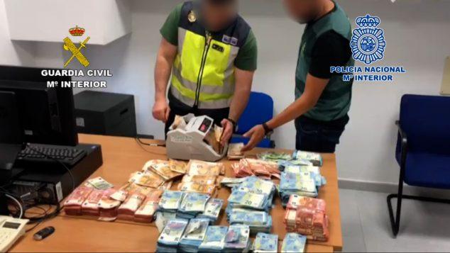 Imagen: Dinero requisado por los agentes