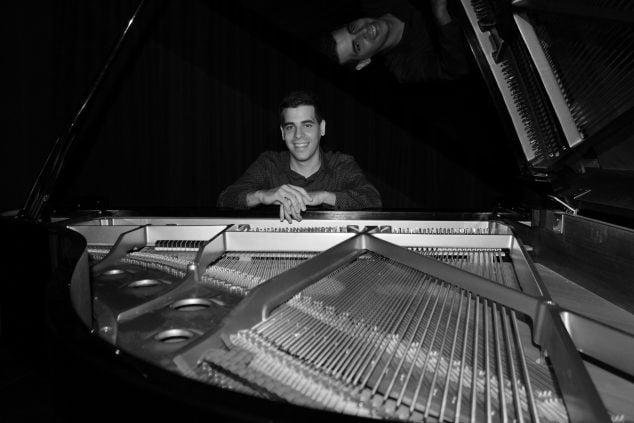 Imagen: El pianista de Xàbia, Antonio Martínez