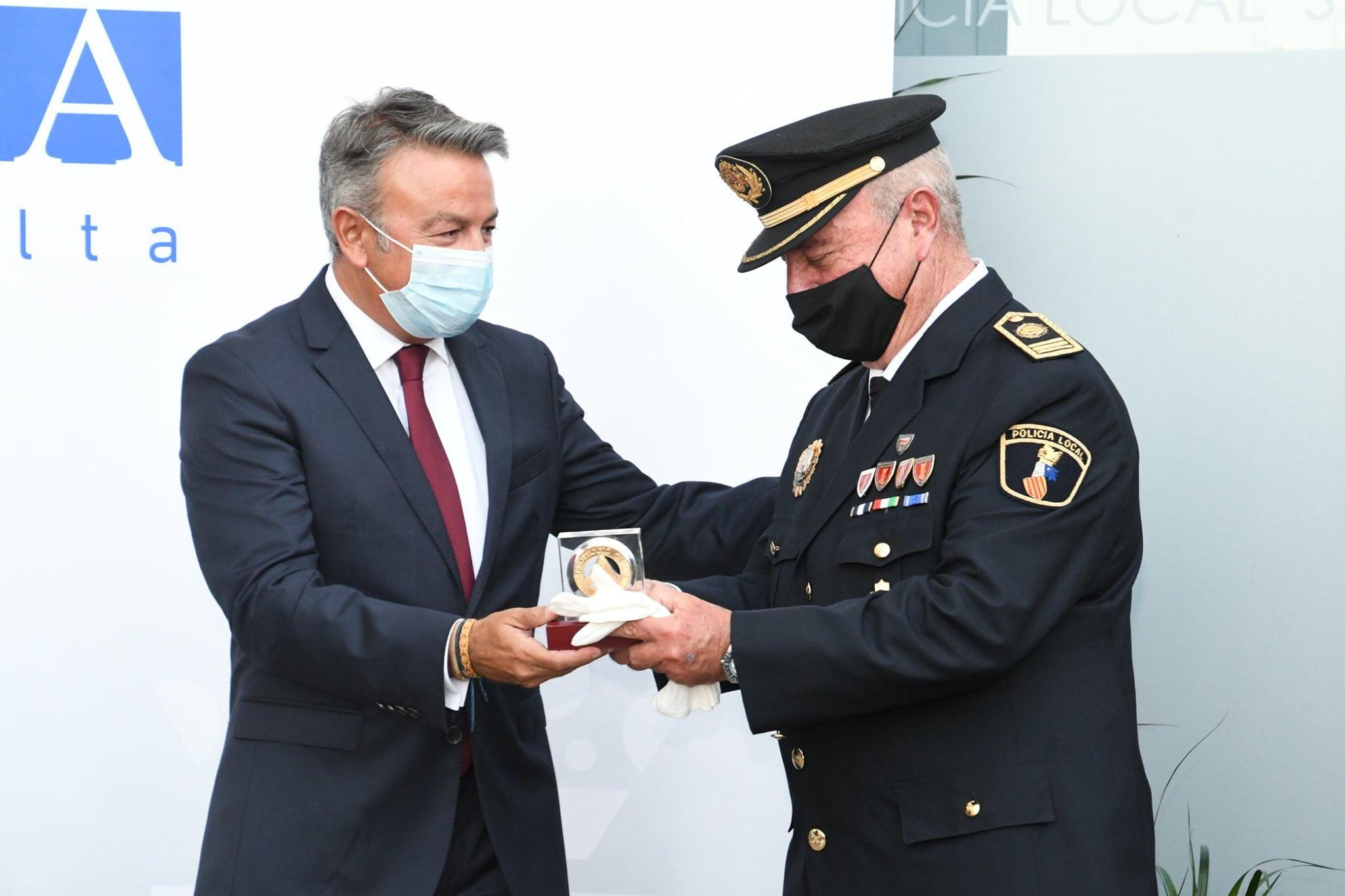 Entrega de la Distinción al Mérito Policial