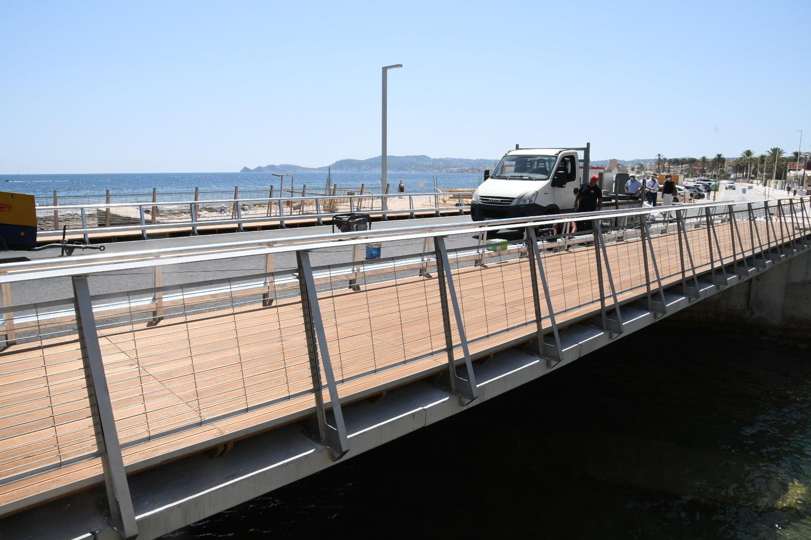 Finalizando las obras del Puente de Triana