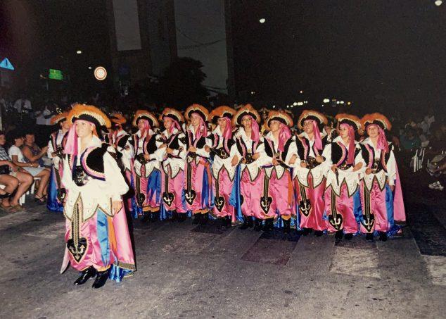 Imagen: Inicios de la Filà en el desfile de 1999