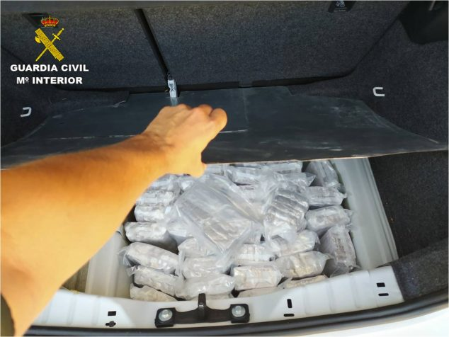 Imagen: Kilos de hachís en el maletero del vehículo