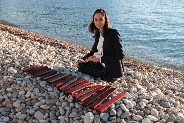 Imagen: La percusionista de Xàbia, Miriam Llerena