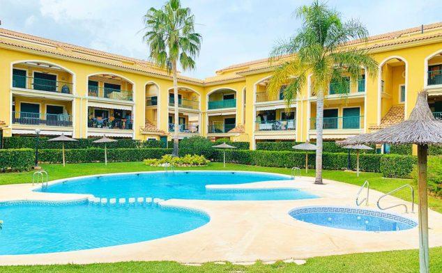 Immagine: piscina in un lussuoso attico duplex in vendita a Jávea - Atina Inmobiliaria