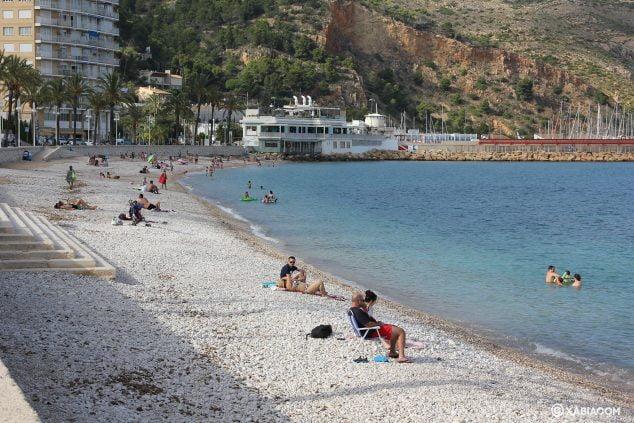Imagen: Playa de la Grava de Xàbia en la primera semana de julio de 2020