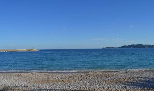 Изображение: пляж Grava Xàbia