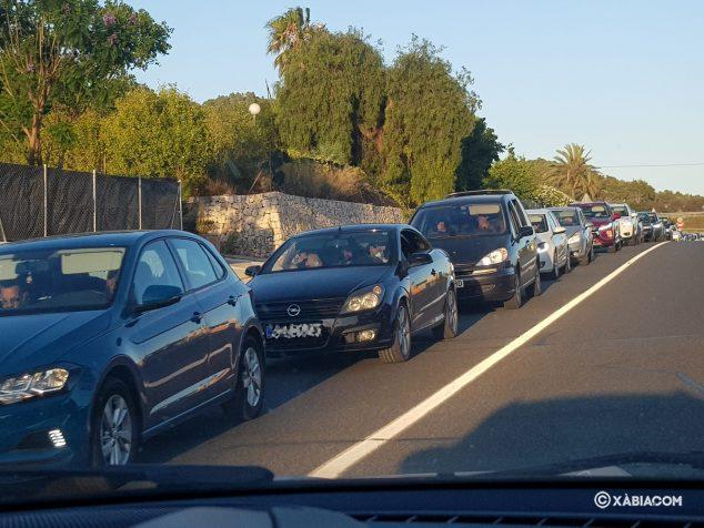 Imagen: Retenciones en la carretera de la salida de la Marina Alta