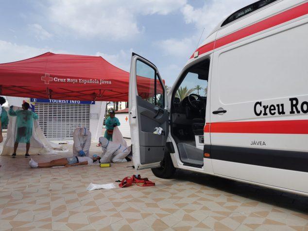 Imagen: Socorristas de Cruz Roja Jávea realizan un simulacro
