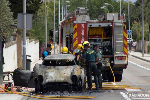 Imagen: Vehículo incendiado