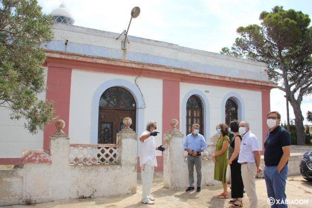 Imagen: Visita de la secretaria autonómica al Faro del Cabo de San Antonio