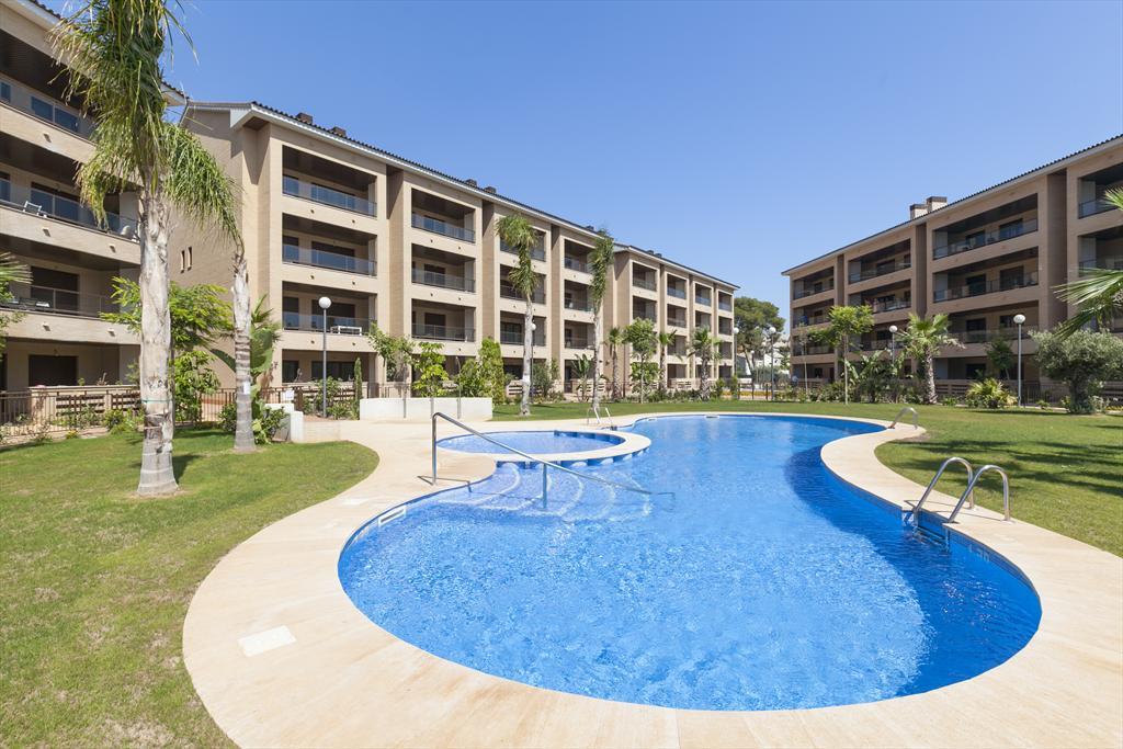 Apartamento con piscina – Quality Rent A Villa