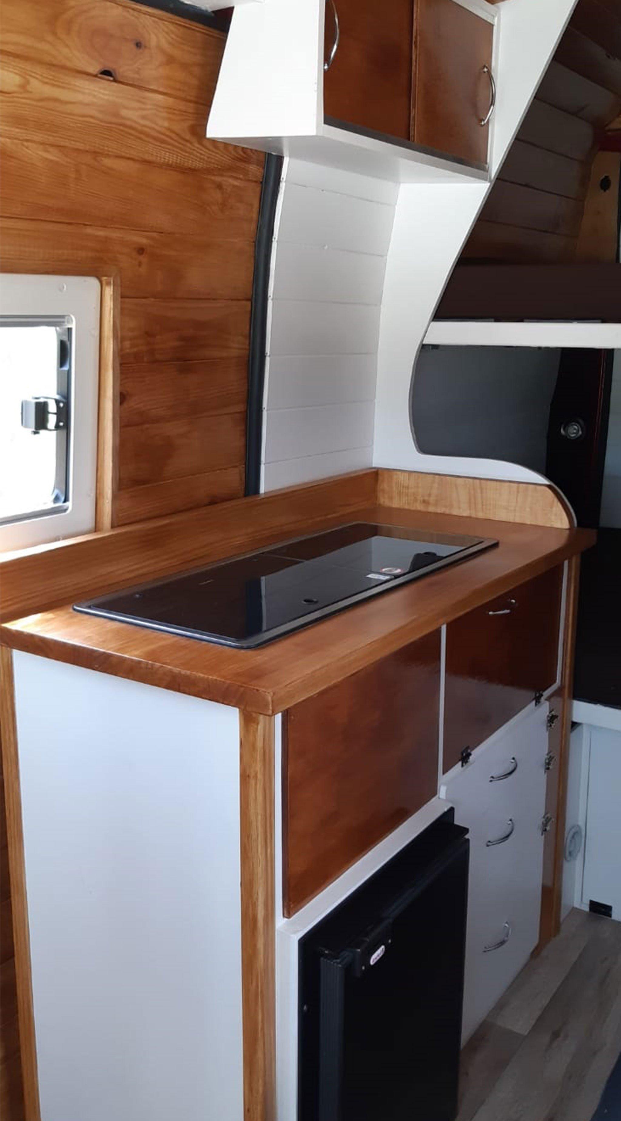 Cocina de la nueva furgoneta de Road Trip Adventure