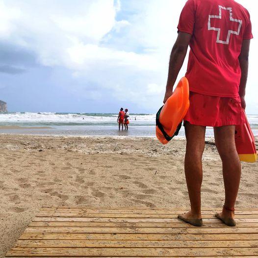 Imagen: Cruz Roja Xàbia en la playa del Arenal